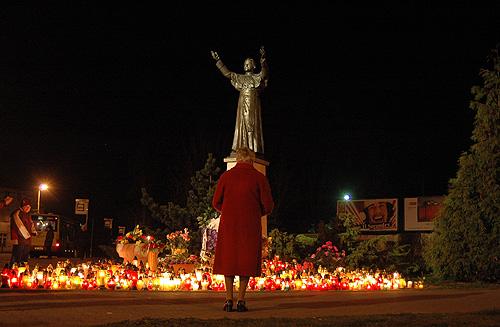 pomnik Papieza w Lesnicy